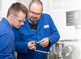 Technische Ausbildung. Industriemechaniker bei VITA Zahnfabrik