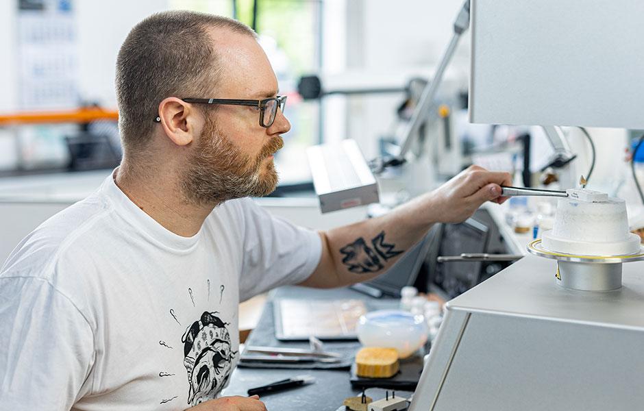 Master Dental Technician Stephan Juckel at the press furnace