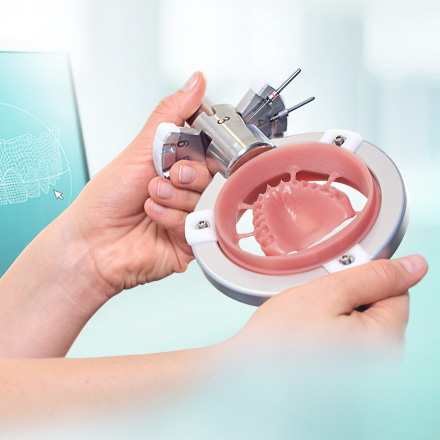"""Link to the report """"Digital dentures – how to get started"""", in the background a milled denture base"""